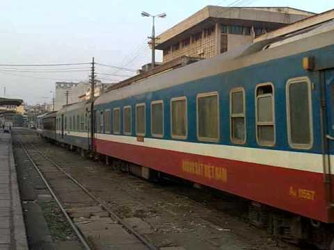 Tàu SE8 về ga Hà Nội