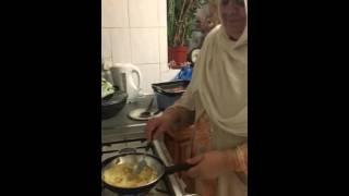 Video Queen-Mama making Pancake! download MP3, 3GP, MP4, WEBM, AVI, FLV April 2018