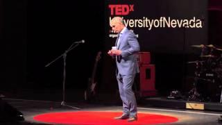 إصلاح نظام الرعاية الصحية الذي يخلق مجتمعات أكثر صحة | أنتوني سلونيم | TEDxUniversityofNevada