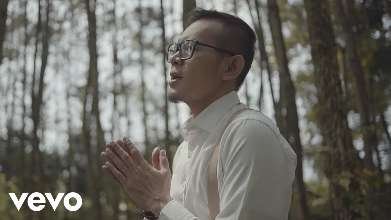 SAMSONS - Tuhan Tak Pernah Salah (Official ***** Video)