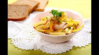 Przepis - Kolorowa sałatka makaronowa z salami i papryką (przepisy kulinarne przepisy.pl)