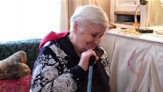 «Я этим живу»: пенсионерка из Ленинградской области борется с деменцией с помощью вышивания