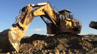 Big Excavator  Caterpillar 6040 - Loading Hitachi Dumber