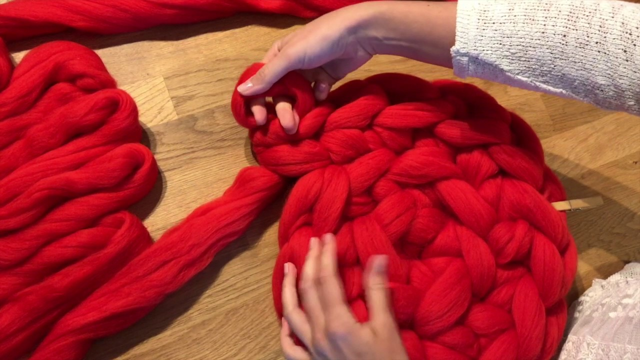 DIY chunky knit merino wool blanket arm knitting - YouTube