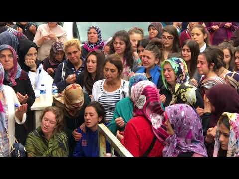 TRAFİK KAZASI BABA VE İKİZ ÇOCUKLARI KIZILCAHAMAM'DA DEFNEDİLDİ