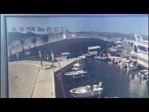 Minibüsün Kanala Düşme Anı Kamerada