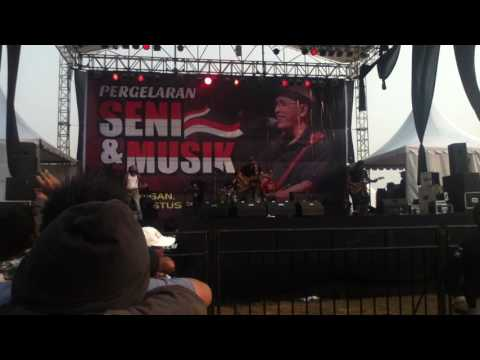 Iwan Fals ISI RIMBA TAK ADA TEMPAT BERPIJAK LAGI Live Kasongan Agustus 2015