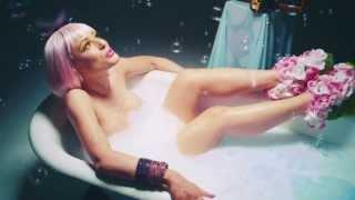 Charlotte Devaney feat Snoop Dogg - Flip It (Официальный видеоклип)