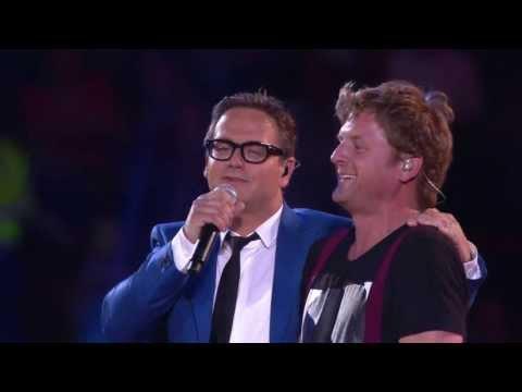 Guus Meeuwis & Racoon - Het Is Een Nacht / Love You More (Live Tijdens Groots Met Een Zachte G 2013)