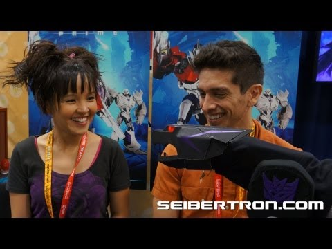 Ravage the Insult Comic Bot talks with Transformers Prime's Jack and Miko SDCC 2012 - Seibertron.com