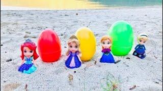 SURPRISE EGGS Opening Disney Princesses Beach Day