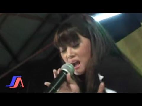 Ade Nur'aini - Berakhir Pula (Official Music Video)