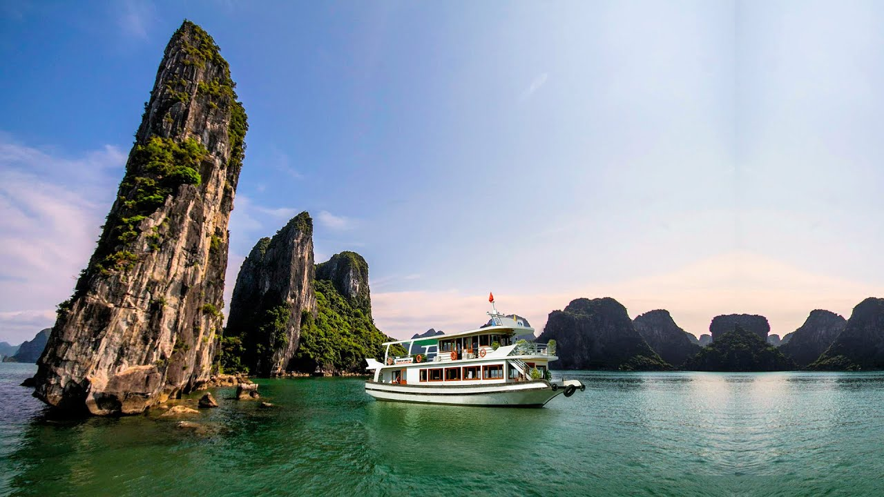 ha long Halongco is useful for those who would like to learn more about traveling in halong bay with halong travel tips, hotels, places to go and cruises.