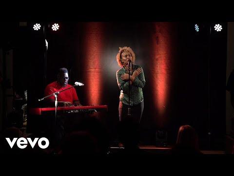 Смотреть клип Emeli Sandé - Shine