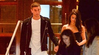 Spotted: selena gomez & new boyfriend samuel krost holding hands! subscribe to hollywire | http://bit.ly/sub2hotminute send chelsea a tweet! http://bit.ly/...