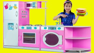 Jannie Juega con la Cocina de Juguete Deluxe | Pretend Play Toy Kitchen