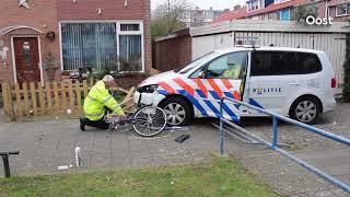 Vluchtende fietser geschept door politieauto in Zwolle