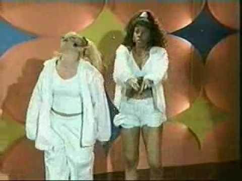 Lida & Melina:  Karaoke