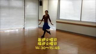 ストレッチから始めて体を大きく伸ばして踊ります.
