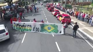 Petroleiros da Bahia, em ato no dia 30 de maio de 2018, realizam um abraço simbólico a sede da Petrobras na Bahia.