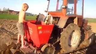 Repeat youtube video Masina plantat cartofi pe doua randuri