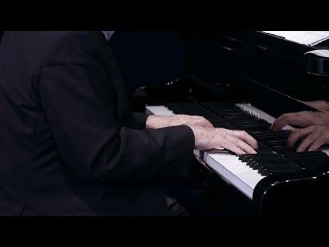 Cyprien Katsaris - Lœillet of London: Courante in E minor + Godowsky: Courante in E minor