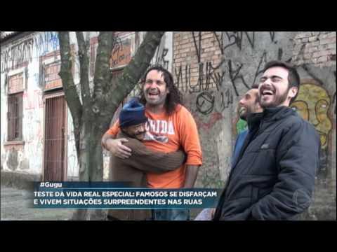 Morador de rua oferece cobertor, pão e água, e emociona Reinaldo Gottino em teste do Gugu