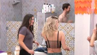 Video Big Brother Canada 4 - The girls open up the shower door on Joel. download MP3, 3GP, MP4, WEBM, AVI, FLV Juni 2018
