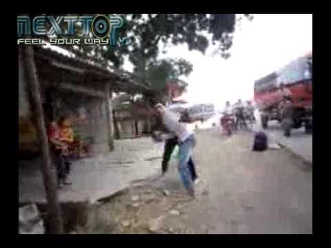 """Kinh hoàng phụ xe đuổi đánh """"thượng đế"""" - Nexttop.vn.mp4"""