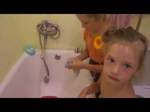 Эмилия учит Милану стирать носки ☛ ЭмМиКо Детский