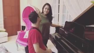 Gambar cover Romantis dan Lucu aksi Raffi Ahmad dan Nagita Slavina bermain Piano