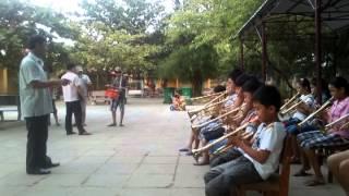 Học sinh thổi kèn bài Quốc ca
