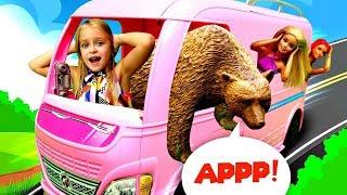 Барби и Тереза в лесу - Встреча с медведем. Мультики для девочек с Barbie
