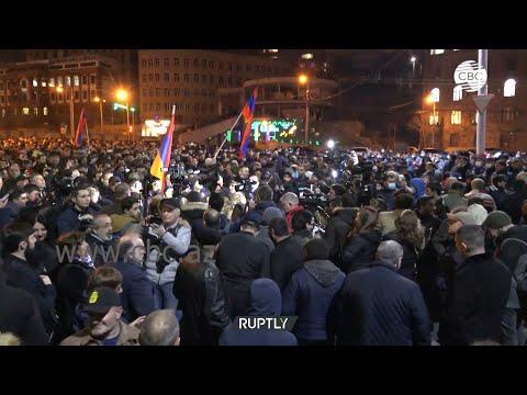 В Ереване оппозиция продолжает проводить митинги против действующей власти