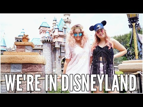 OUR FIRST TIME IN DISNEYLAND CALIFORNIA | LucyAndLydia
