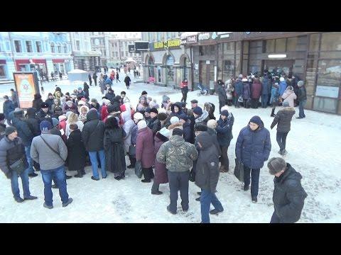 В центре Казани вкладчики устроили давку у офиса банка «Открытие»