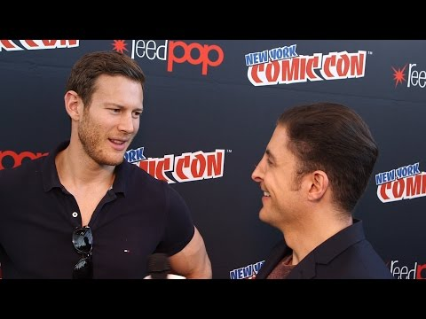 "Tom Hopper on ""Black Sails"" at NYCC Behind The Velvet Rope with Arthur Kade"