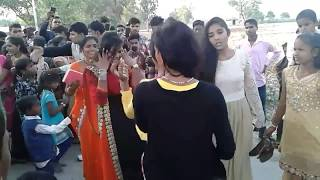 Bhojpuri village marriage dance by cute girl ♫ Bhojpuri dance full masti ♫