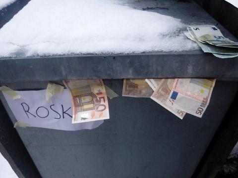 Download Ei rahaa roskiin.  Kiitos ja kumarrus