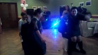 Свадьба: лопаем шарики без рук!