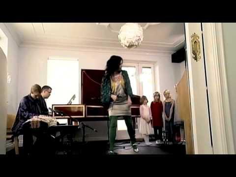 Björk: Aurora  Átta raddir