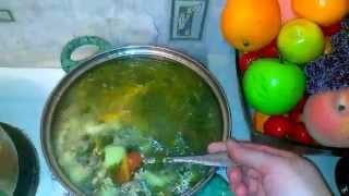 Толченный картофель, подлива с мясо и копченым мясом, рыбный суп, морозим зелень и ягоду