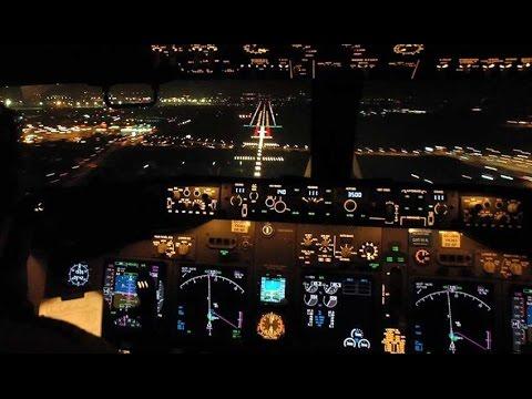 Inside the cockpit of Westjet 593 - Boeing 737