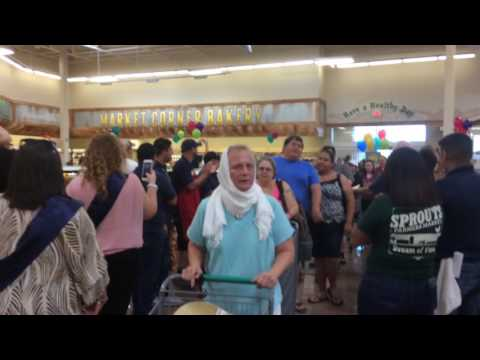 Sprouts manager, workers welcome customers
