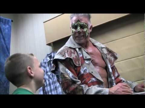 What's it like meeting The Ultimate Warrior? Team Warrior went behind the scenes at LOTR 2012