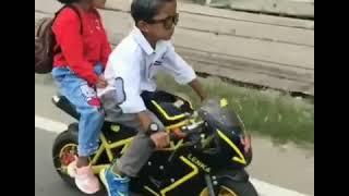 Video lucu anak kecil bawa motor sama pacar...keren banget!!!!!