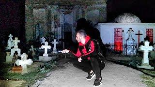AM RAMAS PESTE NOAPTE IN CIMITIR DE HALLOWEEN