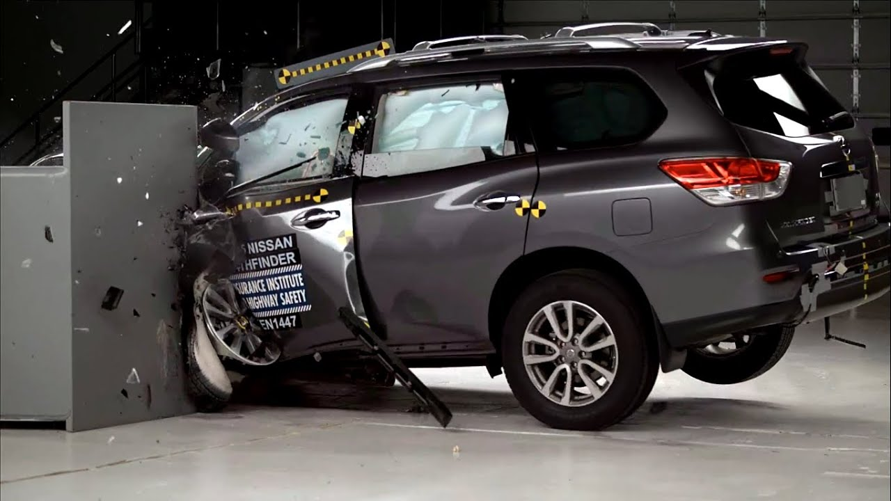 iihs - 2015 nissan pathfinder - small overlap crash test / good