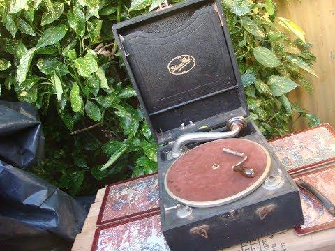 Phonograph Gramophone Collection on Antique Hunterde YouTube · Durée:  5 minutes 13 secondes · 13.000+ vues · Ajouté le 28.09.2012 · Ajouté par mcaruana1