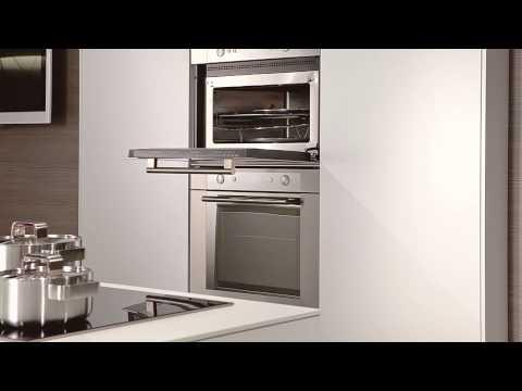 Witte greeploze XX Line keuken met RVS accenten - YouTube